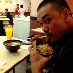 Photo taken at Sushi King by Joanne A. on 8/19/2013