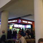 Photo taken at Taco Bell (C.C. Islazul) by Fran S. on 12/14/2014