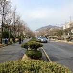 Photo taken at Yonsei University 무악학사 by Tanaboon T. on 4/12/2013