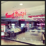 Photo taken at Foodcourt @ Phoenix Marketcity by Halal Food G. on 4/26/2013