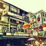 Photo taken at ถนนข้าวสาร (Khao San Road) by Yuki M. on 3/12/2012