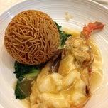 Photo taken at Restoran Pekin 北京楼 by Melvin W. on 2/22/2013