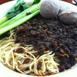 Photo taken at Restoran Soong Kee Beef Ball Noodle (颂记牛肉丸粉) by Lehjan H. on 5/2/2013