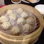Photo taken at Din Tai Fung Dumpling House by Eric S. on 1/10/2014