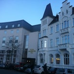 Photo taken at Hotel Bielefelder Hof by Jens P. on 2/10/2013
