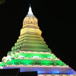 Photo taken at วัดปากน้ำภาษีเจริญ (Wat Paknam Bhasi Charoen) by Tuptimjun S. on 4/25/2013