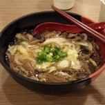 Photo taken at Akamaru Udon Factory 赤丸製麵所 by Poon L. on 9/15/2013