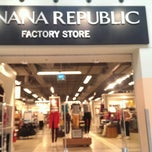 Photo taken at Banana Republic by Vladimir K. on 9/13/2013