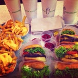 Photo taken at Shake Shack | شيك شاك by Faisal A. on 6/24/2013