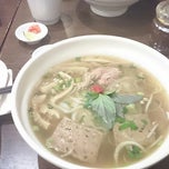 Photo taken at Viet's Choice 越棧 by Edgar W. on 11/12/2013