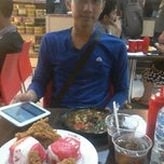 Photo taken at SAIMEN - Bakery, Noodle, Fried Chicken @ Prapto by Etika S. on 7/25/2013