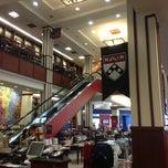 Photo taken at Penn Bookstore by Chris G. on 5/27/2013