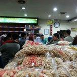 Photo taken at Jenang Kudus - Mubarok by Sur A. on 8/1/2014