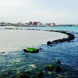 Photo taken at 이호테우해변 (Iho Taewu Beach) by SunUk K. on 6/15/2013