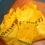 Photo taken at Forever 21 by Natalia B. on 6/13/2013