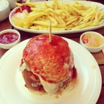 Photo taken at Jumbo Burger by Mehmet O. on 5/11/2013