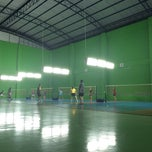 Photo taken at สนามแบดมินตัน The 18 Court by Krittanan M. on 12/23/2014