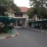 Photo taken at มหาวิทยาลัยราชภัฏสวนดุสิต (Suan Dusit Rajabhat University) by S'Golf P. on 11/4/2012