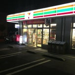 Photo taken at セブンイレブン 横浜長津田みなみ台店 by DanganTraveler on 8/31/2013