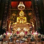 Photo taken at วัดบวรนิเวศวิหารฯ (Wat Bowon Niwet) by Amornluck K. on 2/17/2013