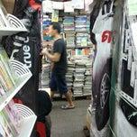 Photo taken at จตุจักร ตลาดหนังสือ by Suraket E. on 5/17/2014