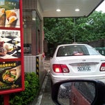 Photo taken at 麥當勞 McDonald's by Yidi L. on 8/21/2013