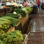 Photo taken at ตลาดแฮ๊ปปี้แลนด์ (Happyland Market) by รักเดียว on 8/23/2012