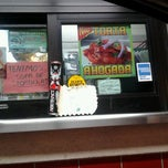 Photo taken at Tom's #1 World Famous Chiliburgers by Rosalinda P. on 12/4/2012