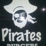 Foto tomada en Pirates Burgers por Effy R. el 9/29/2013
