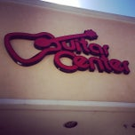 Photo taken at Guitar Center by BOCHORAMOS on 7/24/2014