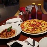 Photo taken at Izzi Pizza by Alfred M. on 9/7/2013