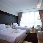 Photo taken at A-te' Hotel (โรงแรม เอเต้ ชุมพร) by narit k. on 10/11/2012
