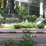 Photo taken at คณะเภสัชศาสตร์ (Faculty of Pharmacy) by Prapapan L. on 8/23/2012