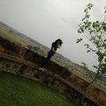 Photo taken at Hill Fort Kesroli by Divyanshi C. on 3/15/2015