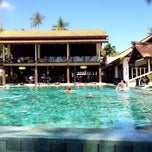 Photo taken at Le Méridien Koh Samui Resort & Spa @ Pool Bar by Nataly on 2/19/2014