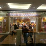 Photo taken at Bath & Body Works باث أند بادي ووركس by Faisal S. on 1/12/2014
