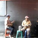 Photo taken at Sate Keroncong Jatinegara by Todi Koento W. on 2/21/2014