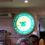 Photo taken at Nasi Ayam Hainan Chee Meng by Stefanus C. on 6/14/2012