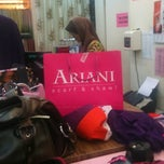 Photo taken at Ariani Boutique ( Scarf & Shawl ) by Aincantik H. on 5/30/2012