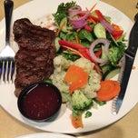 Photo taken at Boston Pizza by Livia F. on 8/10/2014