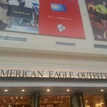 Photo taken at American Eagle Outfitters by Jason Anthony P. on 4/27/2013