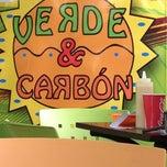 Photo taken at Hamburguesas Verde & Carbon by Oscar S. on 5/11/2012