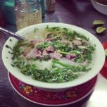 Photo taken at Phở Bắc Hải by Tuna N. on 8/26/2012