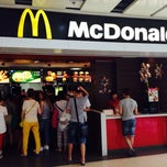 Photo taken at 麦当劳 - McDonald's by Victoria Jane W. on 6/17/2014