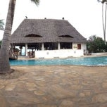 Photo taken at Sea Bar @ Uroa Bay Beach Resort by Rado 🐯🏊 M. on 2/9/2014