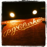 Photo taken at P.J. Clarke's by Stef D. on 8/30/2012