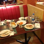 Photo taken at The Pizza Company (เดอะ พิซซ่า คอมปะนี) by Krittitee on 7/23/2012