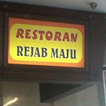 Photo taken at Restoran Rejab Maju by Isz M. on 1/30/2012
