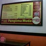 Photo taken at Mie Ayam Bakso Panglima Muda by Decky M. on 2/13/2012