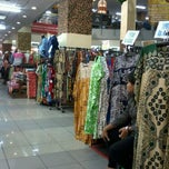 Photo taken at Pusat Batik Nusantara Thamrin City by vidya a. on 2/5/2012